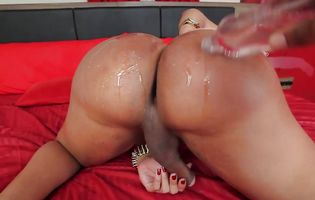 Camila Klein oils her big shemale but before toying it
